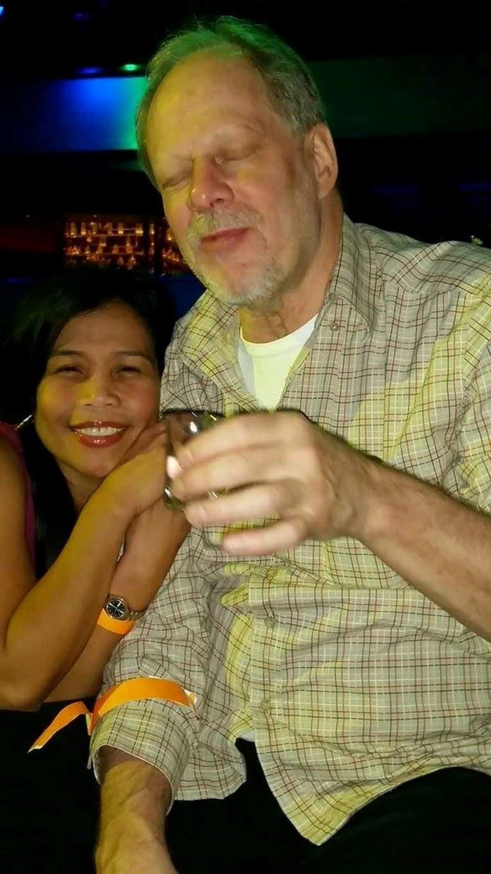 NBC televizyonu saldırganın adının Stephen Paddock olduğunu duyurdu. Olay yerine Marilou Danley ile birlikte geldiği bildirildi.