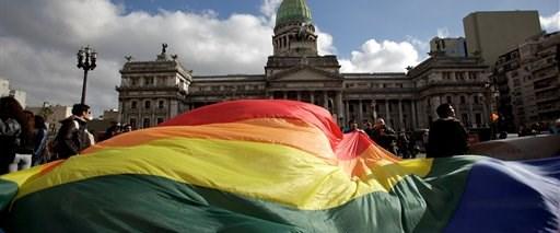 Latin Amerika'da ilk kez eşcinsel evliliğe onay