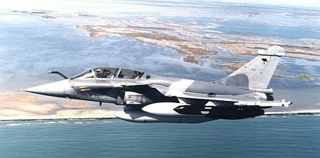 Fransa, operasyonda Rafale tipi uçakları kullanılıyor.