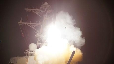 ABD savaş gemisinden fırlatılan bir cruise füzesi.