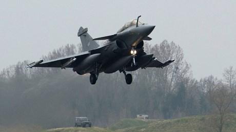 Fransa, operasyonlarda Rafale tipi uçakları kullanıyor.