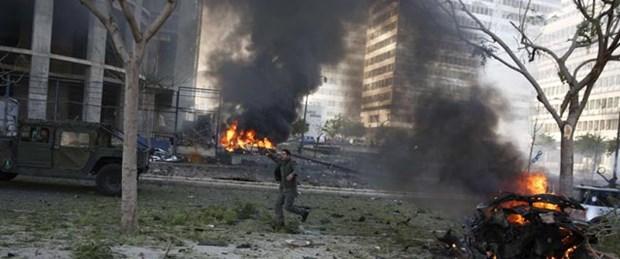 Lübnan'da eski bakanın konvoyuna saldırı