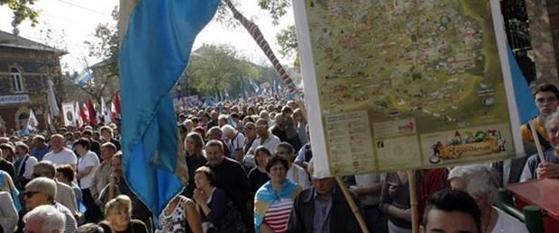 Macarlar Romanya'da özerklik için yürüdü