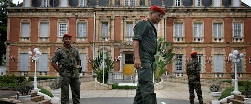 Madagaskar'da ipler orduya geçti