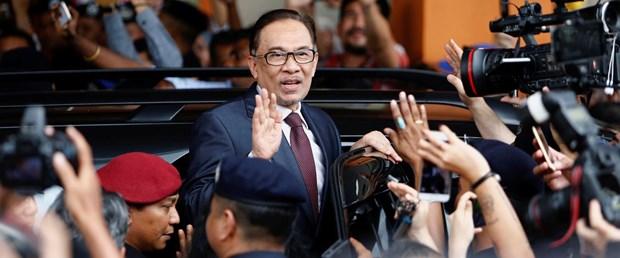 2018-05-16T034231Z_1458171262_RC1419C4DC30_RTRMADP_3_MALAYSIA-POLITICS-ANWAR.JPG