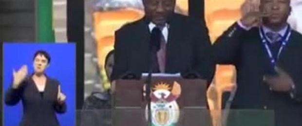 Mandela'nın cenaze töreninde skandal