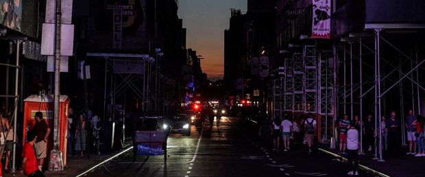2019-07-14T012449Z_744968248_RC1DF51227A0_RTRMADP_3_NEW-YORK-OUTAGES.JPG