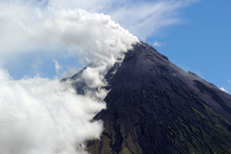 Mayon yanardağı 5 can aldı