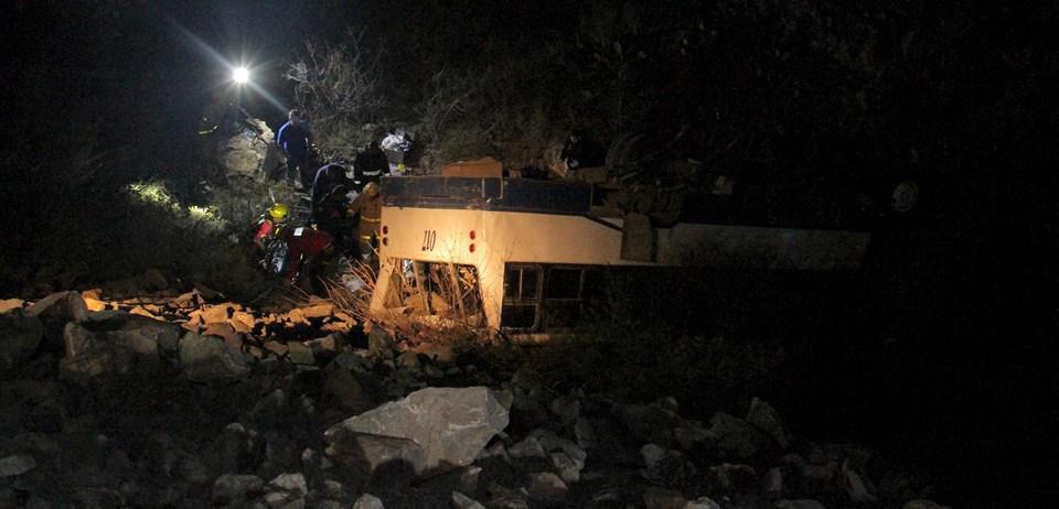 Meksika'da turistleri taşıyan otobüsün uçuruma yuvarlanması sonucu can pazarı yaşandı.