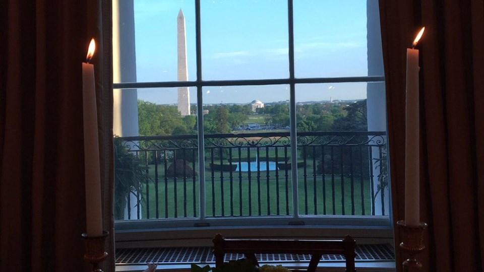 Melania Trump Beyaz Saray'daki yeni evinin penceresinden bu fotoğrafı paylaştı.