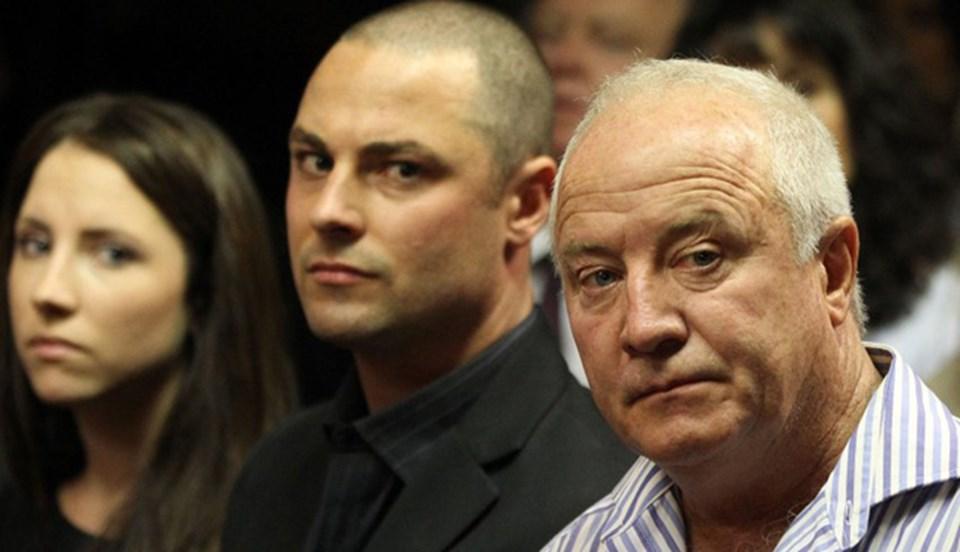 Ampute atlet Oscar Pistorius'a kefalet davası boyunca erkek kardeşi Carl Pistorius, kız kardeşi Aimee Pistorius ve babası Henke Pistorius destek verdi.