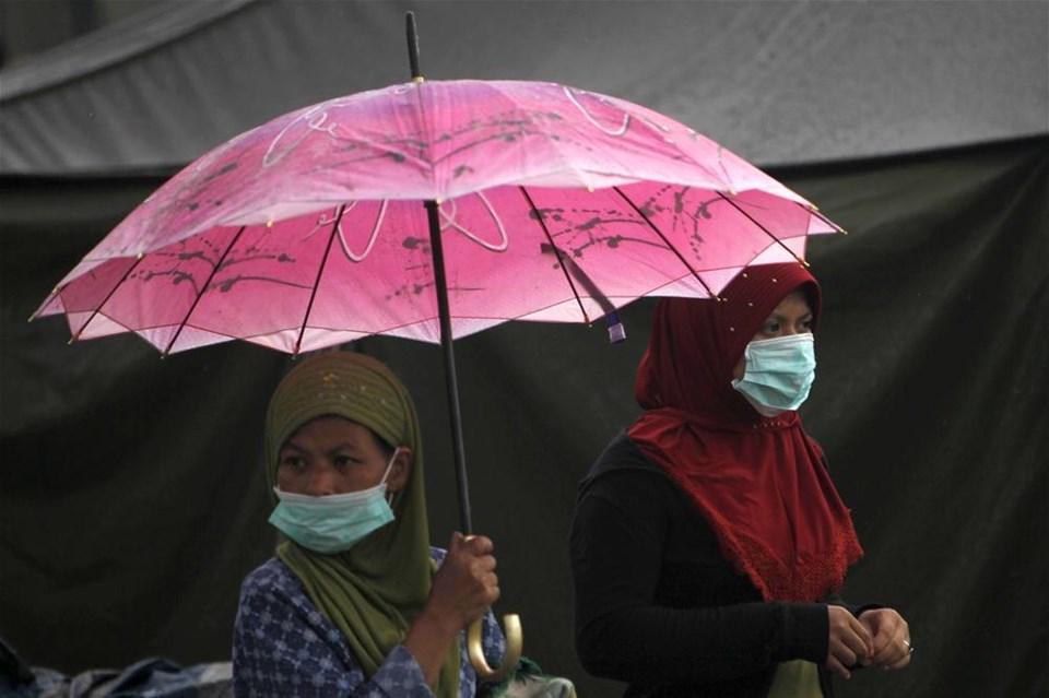 Merapi yanardağı ölüm püskürtüyor