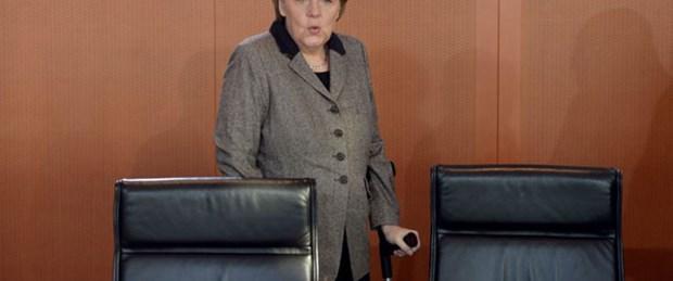 Merkel'den küfüre sert tepki