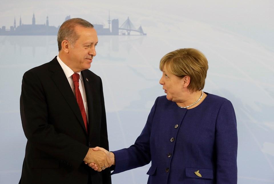 Cumhurbaşkanı Erdoğan ve Almanya Başbakanı Merkel, basının karşısında el sıkıştıktan sonra görüşmeye geçti.