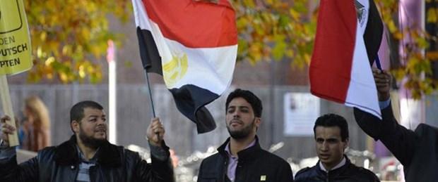 Mısır'da öğrenciler Sisi posteri yaktı