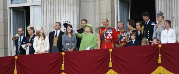 Monarşi ayakta kalacak mı?
