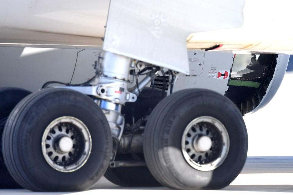 Çin Doğu Havayolları'na ait yolcu uçağı motor bölümünde delik açılması sonrası acil iniş yaptı.