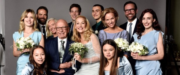 322DC1A100000578-3491329-Jerry_Hall_posted_this_wedding_photo_of_her_and_Rupert_Murdoch_w-a-70_1457957990941[1].jpg