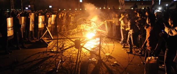 'Mursi sarayı terk etti' iddiası