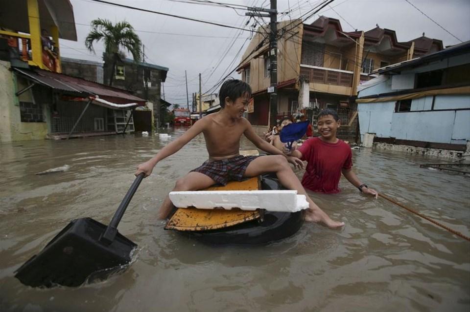 Muson Filipinler'i vurdu