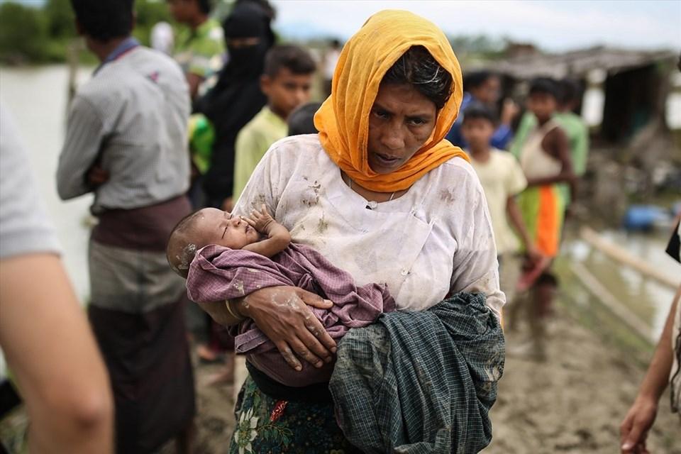 Myanmar'dan kaçan siviller dağlık bölgeler, Naf nehri ya da deniz yoluyla Bangladeş'e geçiyor. (Fotoğraf: Onur ÇOBAN/AA)