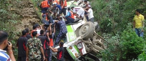 nepal otobüs kaza150816.jpg