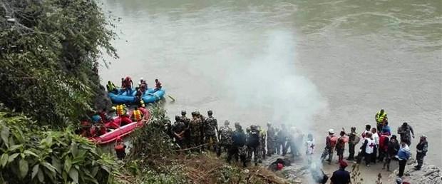 nepal otobüs kazası.jpg