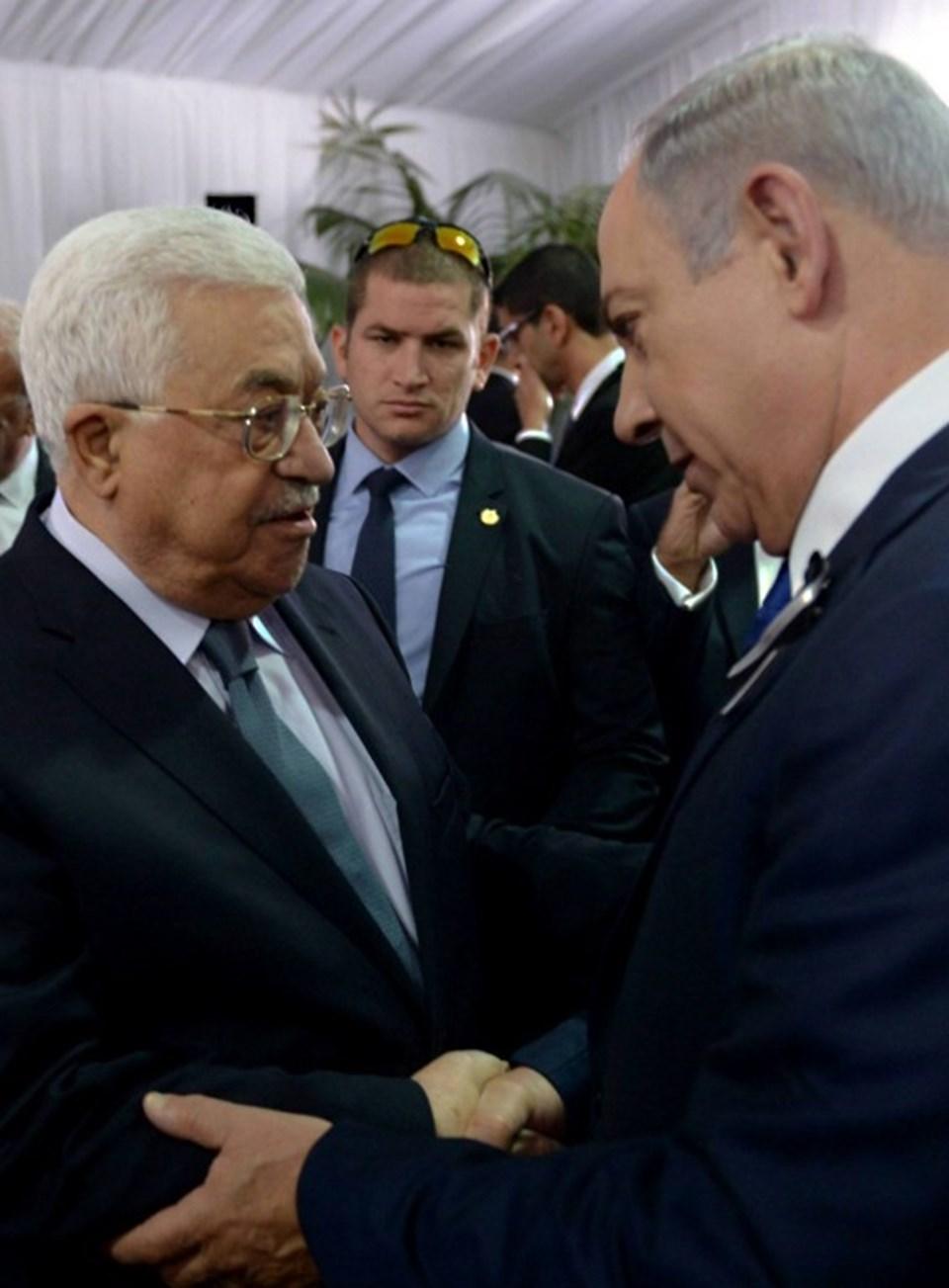 İsrail eski Cumhurbaşkanı Şimon Peres'in cenaze törenine katılan Filistin Devlet Başkanı Mahmud Abbas, İsrail Başbakanı Binyamin Netanyahu'ya taziyelerini sundu.