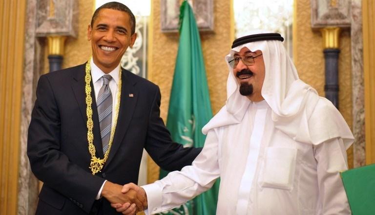Suudi Arabistan'ı ziyaretinde Kral Abdullah, Obama'ya som altından bir madalya takmıştı.