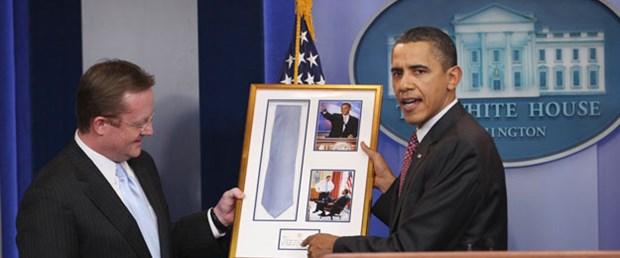 Obama kravatı 7 yıl sonra iade etti