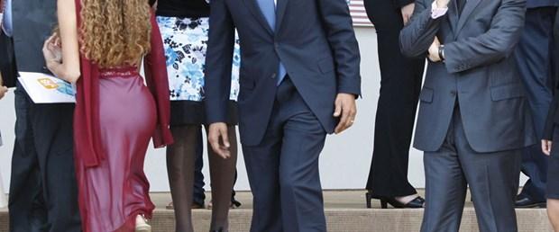 Obama nereye bakıyor?