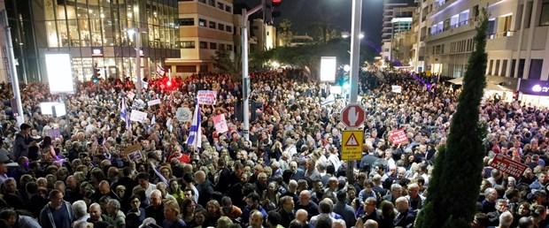 2017-12-02T211218Z_703055229_RC1EF0014700_RTRMADP_3_ISRAEL-NETANYAHU-PROTESTS.JPG