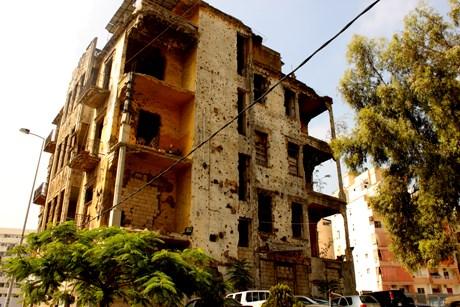 Lübnan'da iç savaş ve 2006'daki İsrail saldırısından kalma harap bir çok bina görmek mümkün.