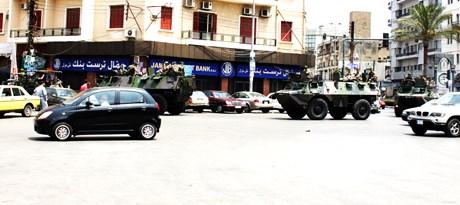 Şehrin ortasında tanklarla geçen askerler, ülke halkı için çok da yabancı değil.