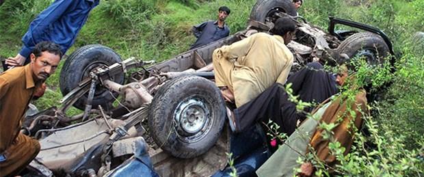 Otobüs ile kamyon çarpıştı: 56 ölü