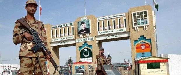pakistanin-sindh-kentinde-meydana-gelen-patlamanin-ardindan-guvenlik-001.jpg