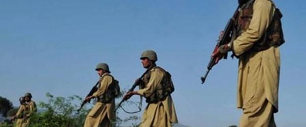 Pakistan sınırını geçen 30 Afgan öldürüldü