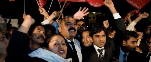 Pakistan yargı krizini aştı