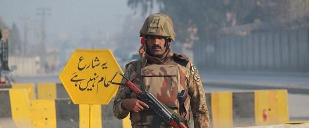 pakistan asker.jpg