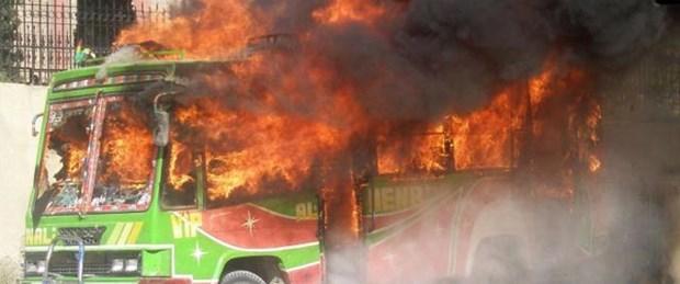 Pakistan'da otobüse pusu: 18 ölü