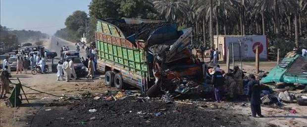 pakistan kömür kamyon kaza201117.jpg
