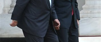 Papandreu: Hem Başbakan hem bakan