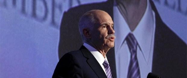 Papandreu liderliği de bırakıyor