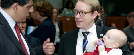 Parlamenterler arasında bir bebek