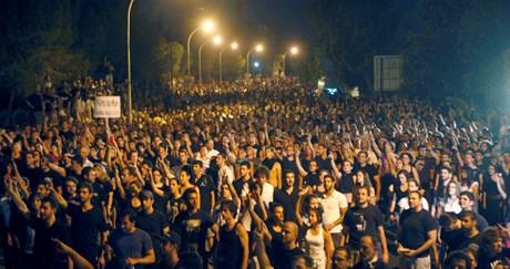 Elefteria meydanında toplanan binlerce Rum Hristofyas aleytarı gösteri yaptı.