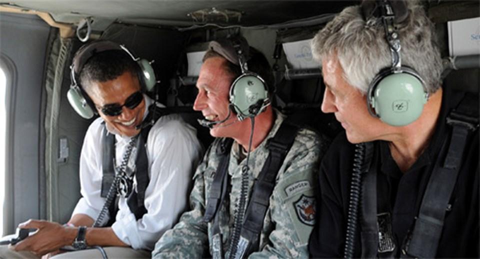Obama, ABD'nin Irak'taki çokuluslu gücünün komutanı Orgeneral Petraeus ve Hagel