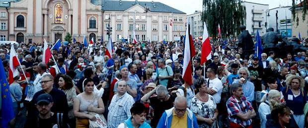 2017-07-23T182711Z_29409799_UP1ED7N1F9A7Y_RTRMADP_3_POLAND-POLITICS-JUDICIARY.JPG