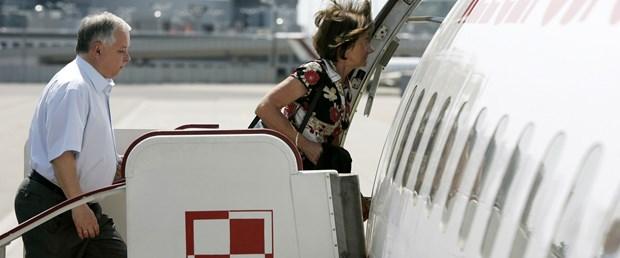 Polonya liderinin uçağı düştü: 97 ölü
