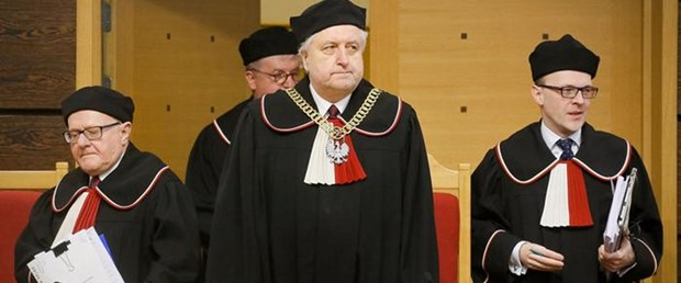 polonya anayasa mahkemesi hükümet karar100316.jpg