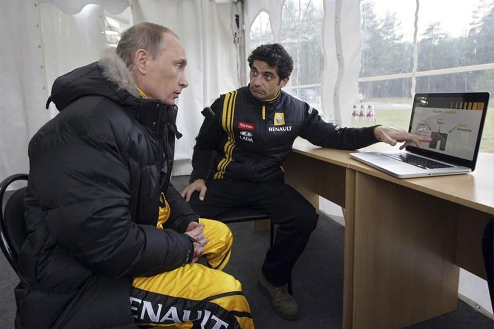 Putin F1 aracı kullandı